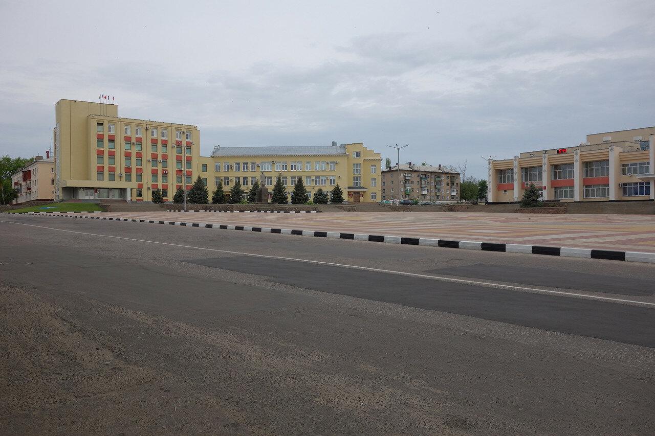 админская и ДК на площади у проспекта Ленина