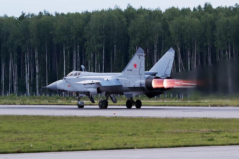 Микоян-Гуревич МиГ-31БМ (RF-92387 / 51 красный) D806780e1