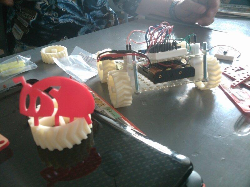 Школа роботы ДОСААФ-занятие5-собираем модель-15.jpg
