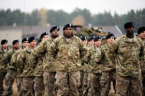 солдаты бронетанковой роты 1-й кавалерийской дивизии США в Латвии