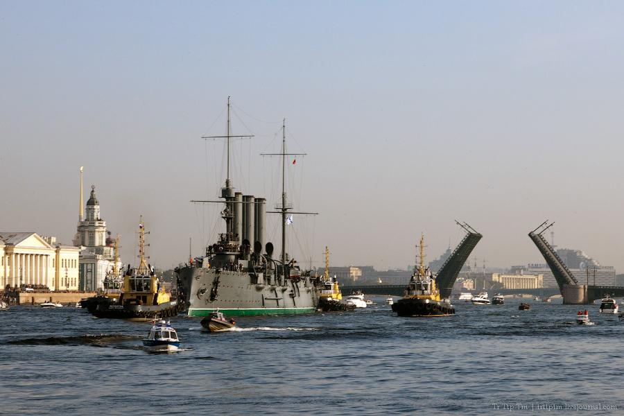 5. 'Аврора' выходит в море.