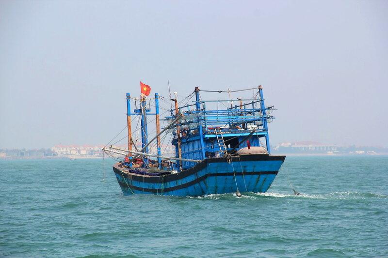Рыбацкое судно...