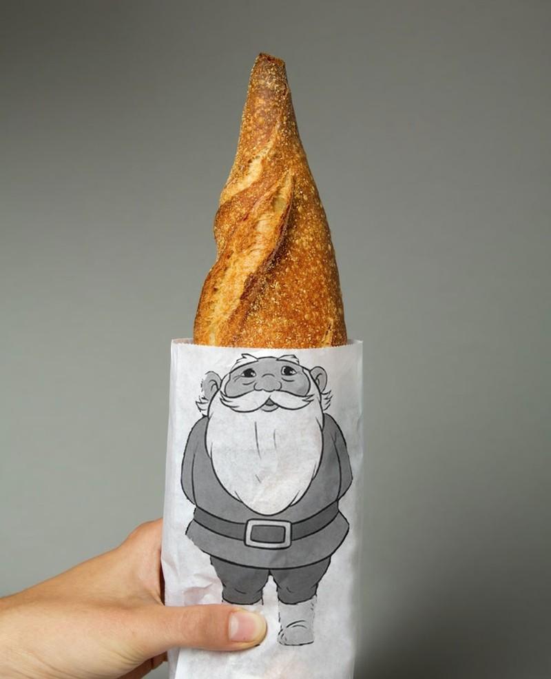 22. Пакетик для хлеба, в котором сам хлеб — это шапочка доброго гномика.