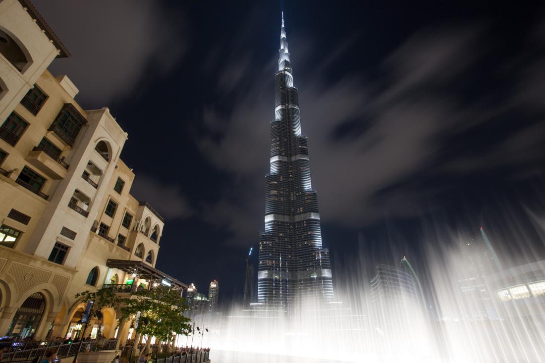 Бурдж-Халифа — высочайшее здание мира, 828 м, 163 этажа. Небоскреб в Дубае, построенный в 2010 году,