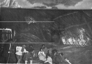 """""""Чтение солдатского письма в деревне"""" - сцена из постановки живых исторических картин."""