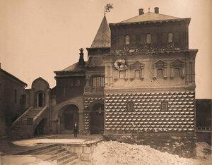 Вид фасада Дома бояр Романовых на Варварке (постройка к.XVIв.;с 1859 г.открыт как музей). Москва г.