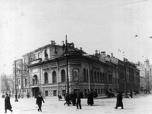 Угловой фасад здания института (перестроен арх. В.В.Штауб, 1895-1896).