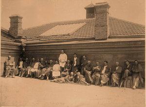 Группа раненых офицеров на террасе лазарета  принимает солнечные ванны.