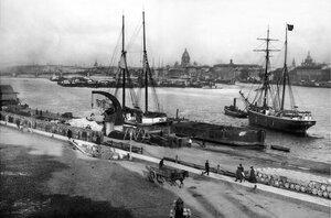 Вид с Николаевской набережной Васильевского острова