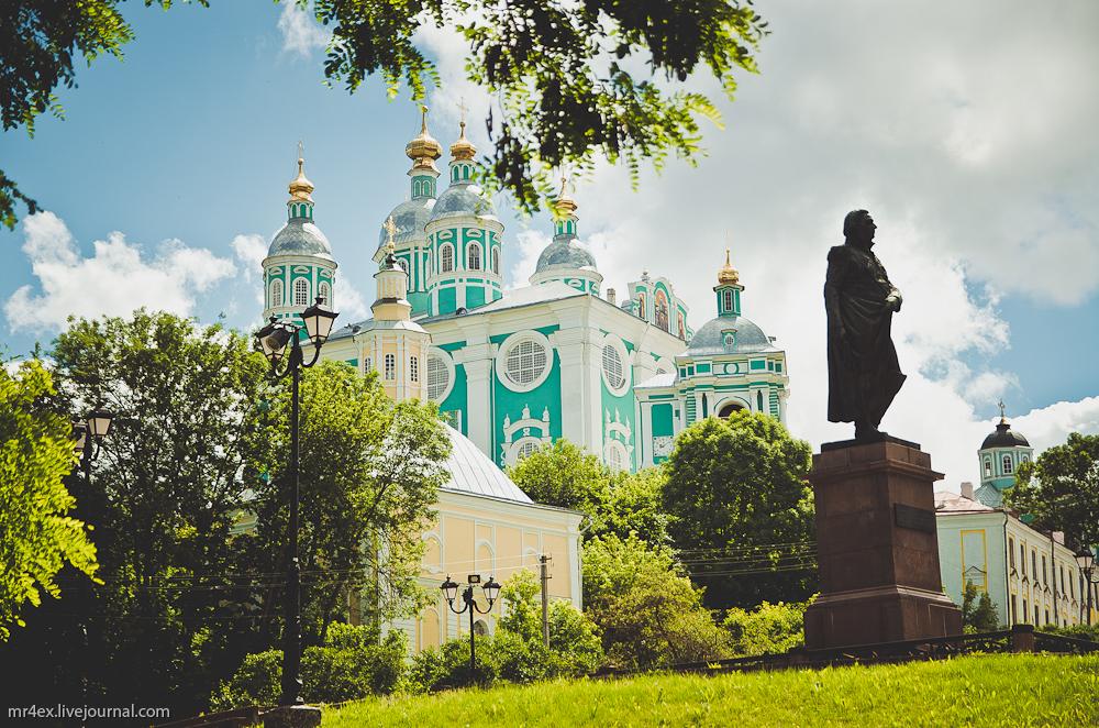 Успенский собор в Смоленске, памятник Кутузову