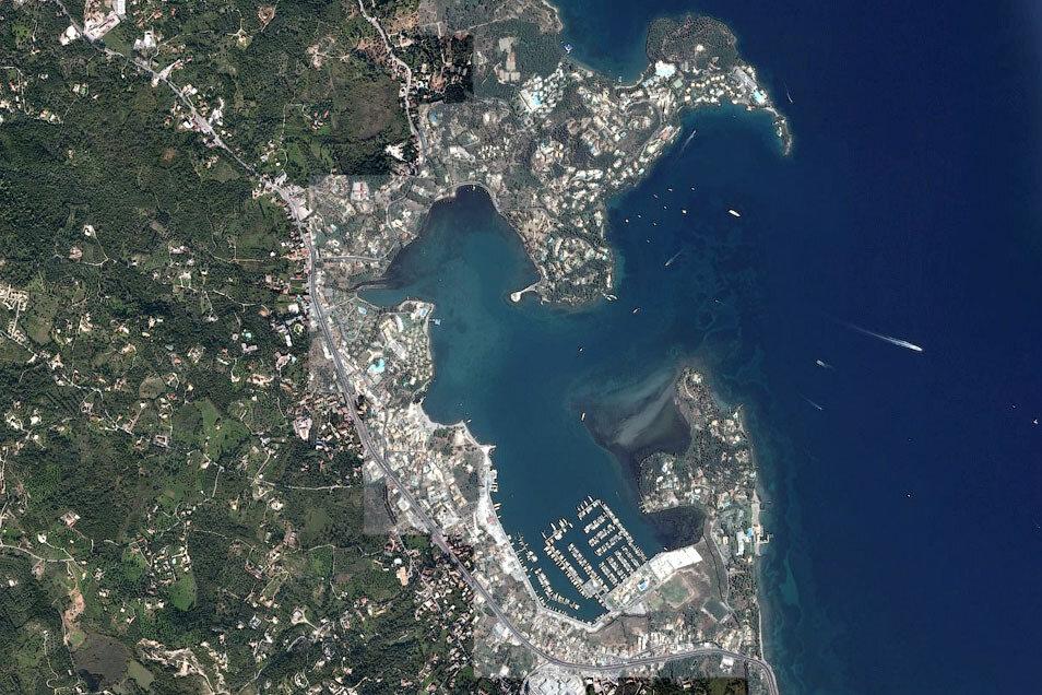 Гувия (Корфу) на снимке со спутника