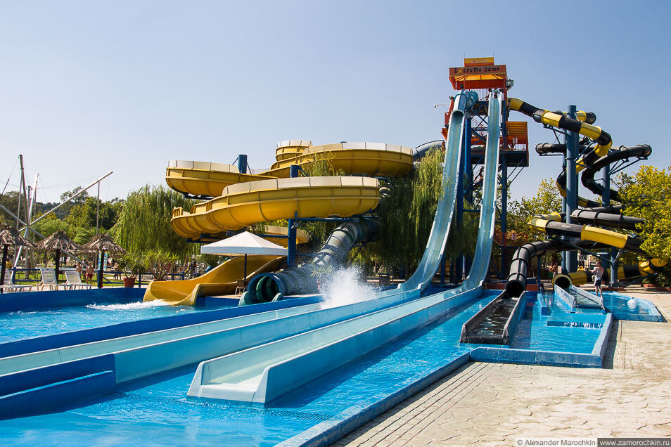 Горки в аквапарке Aqualand (Корфу)