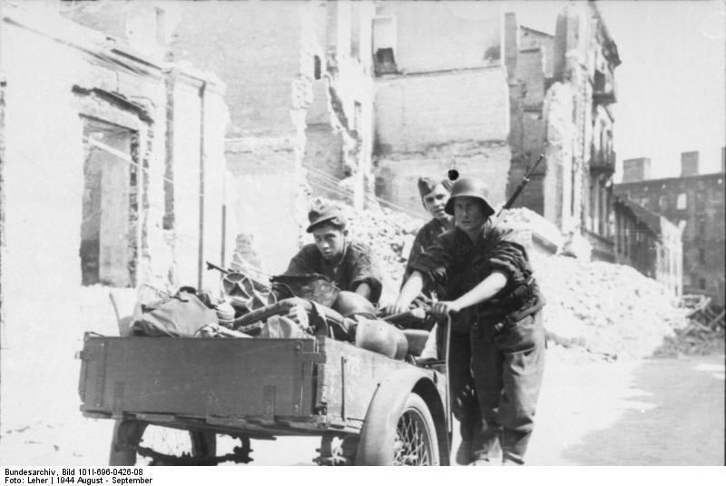 Warschauer Aufstand, Waffen-SS mit Karren