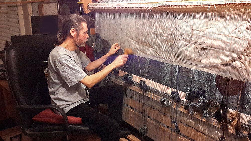 Андрей Мадекин - ткачество гобелена.