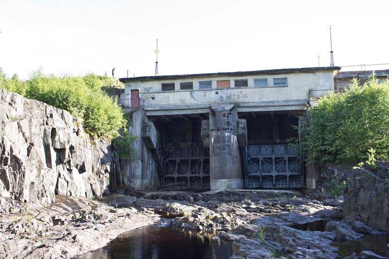 плотина на реке Суна в пос. Гирвас