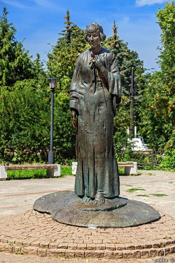 Памятник Марине Цветаевой на берегу Оки