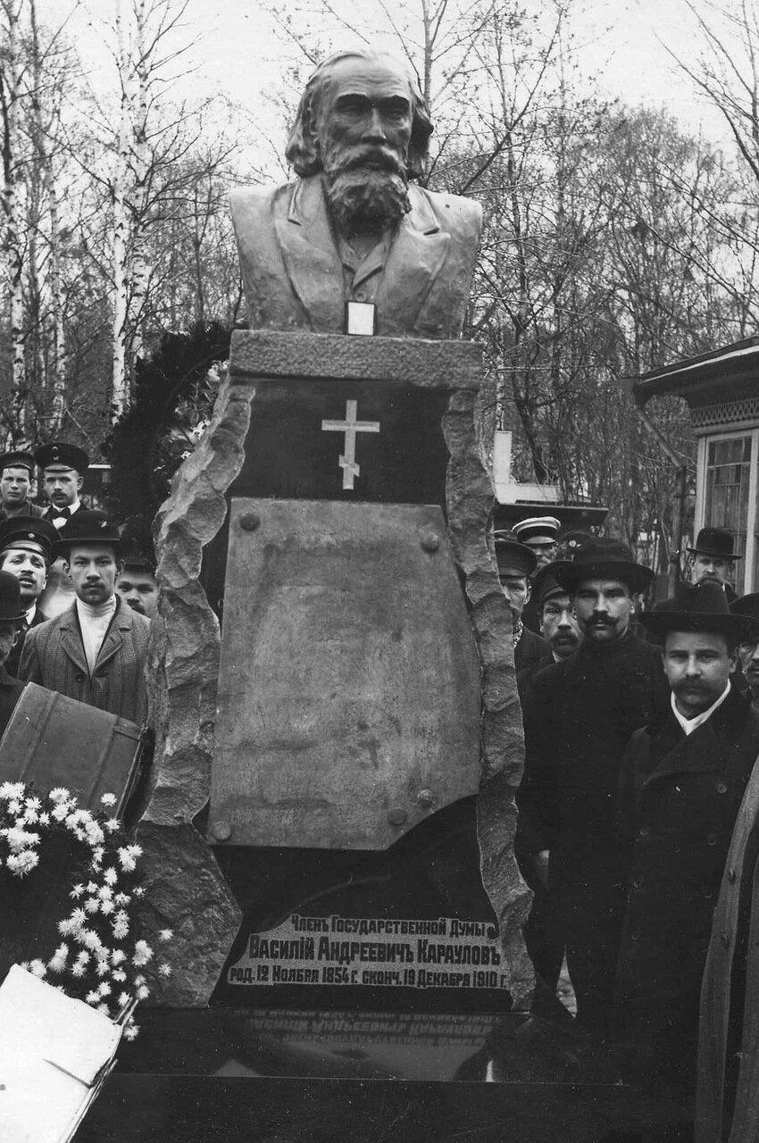 18. Надгробный памятник В.А.Караулову
