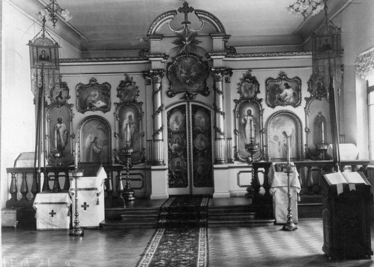 04. Иконостас и царские врата в церкви преподобного Сергия Радонежского при училище