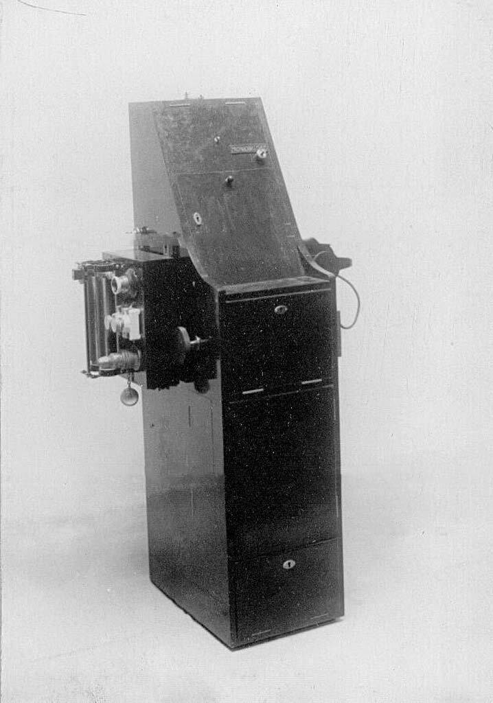 13. Телеграфный аппарат - аэропланная радиостанция