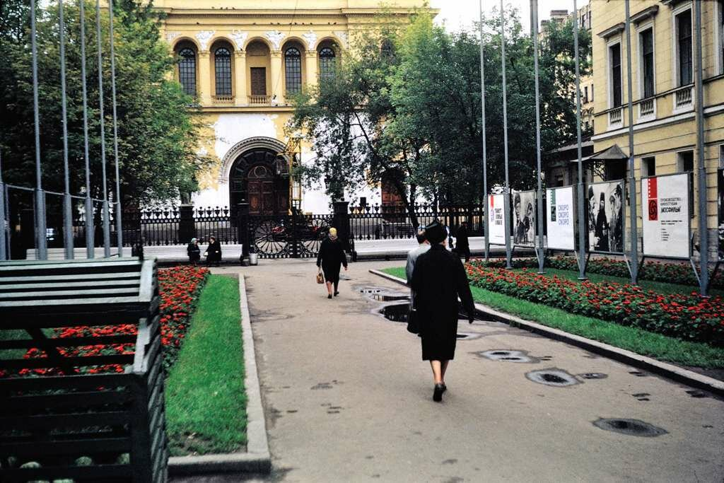 Court off Nevski Prospekt, Leningrad.  9/26/68