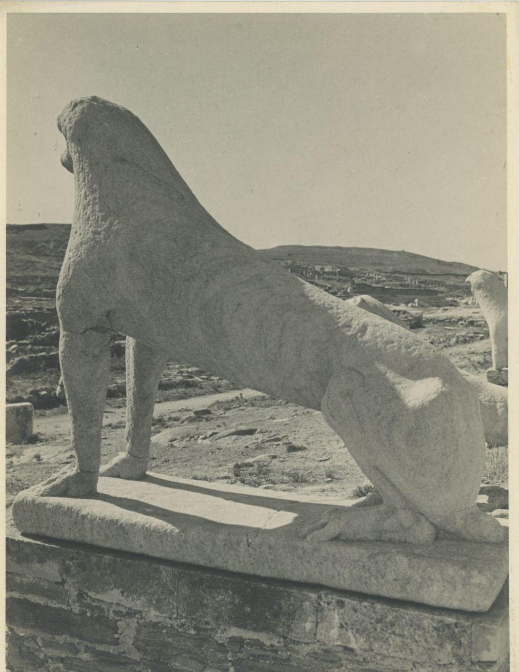 Делос. Терраса львов, посвящённая Аполлону, от жителей острова Наксос, около 600 г. до н. э. (фрагмент)