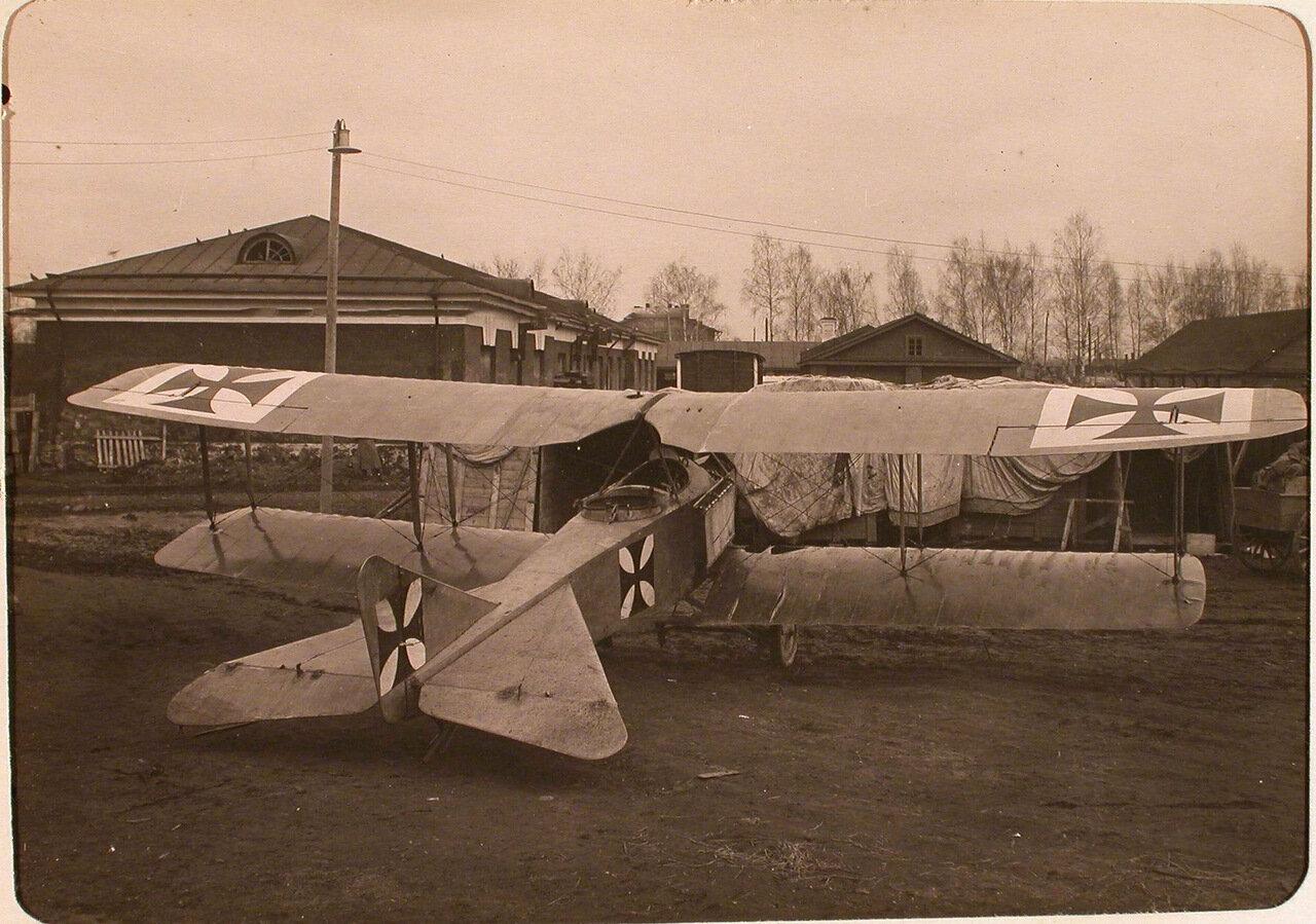 33. Общий вид летательного аппарата Альбатрос, захваченного у неприятеля. Псков