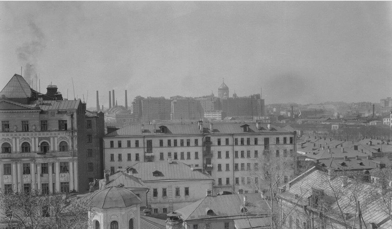 42.Вид с колокольни церкви Иоанна Предтечи на Болотную площадь