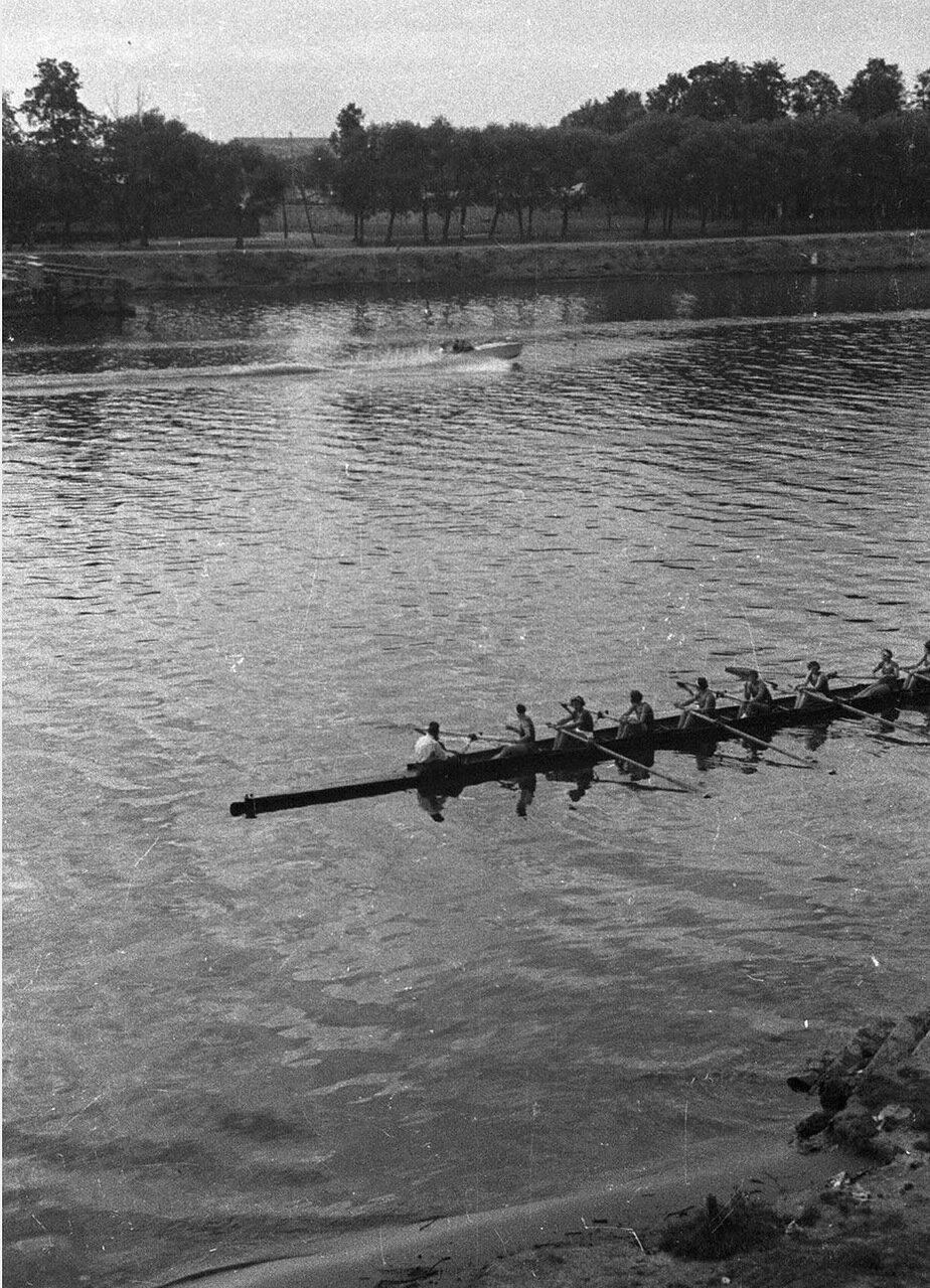 100. Большой Голицынский пруд