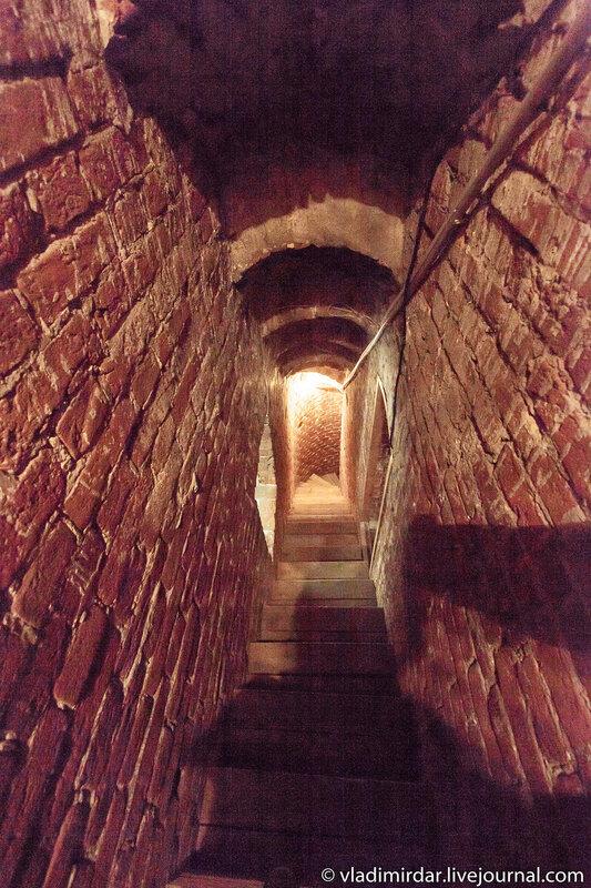 Лестница на колокольню Церкви Спаса Преображения в царском селе Остров