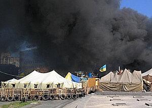 Киевский Майдан снова в огне - столкновения продолжаются
