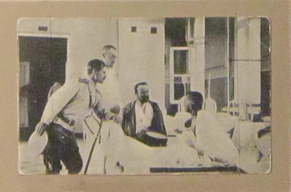 Раненые герои в частном лазарете.