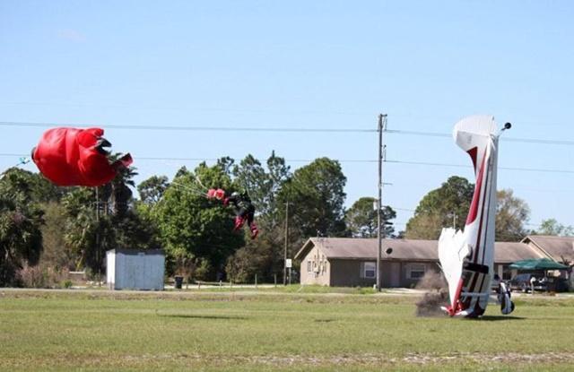 Фотографии столкновения парашютиста и самолета 0 133526 5c5cf972 orig