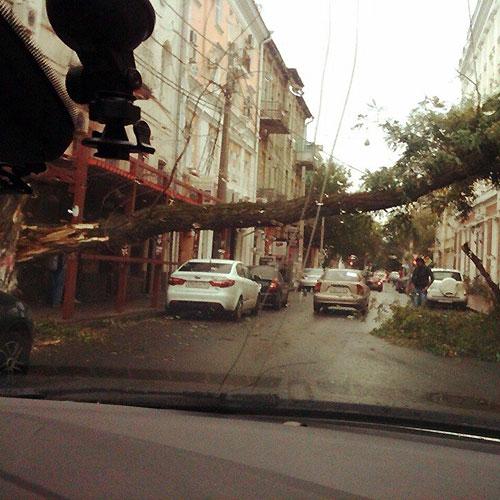 Фоторепортаж: Ураган в Ростове-на-Дону