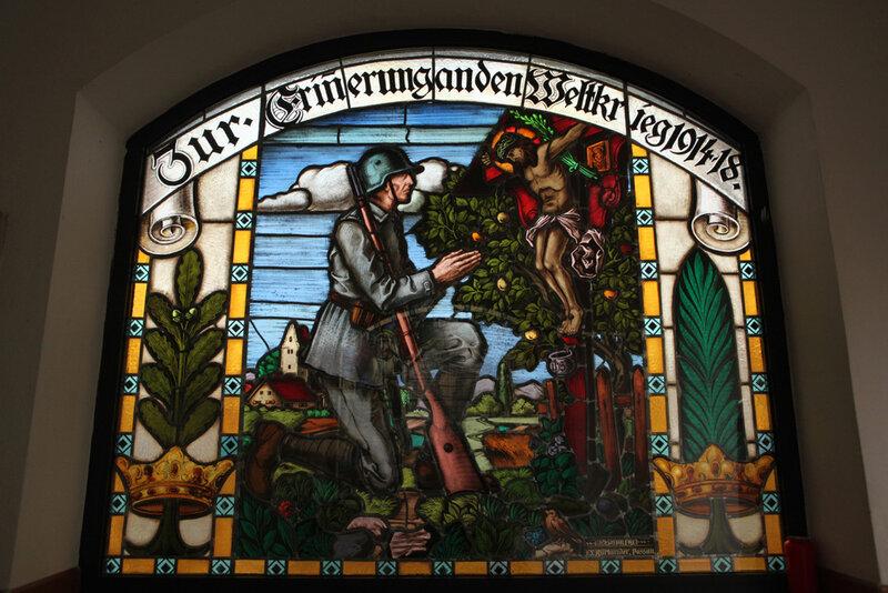 Мемориал павшим немецким солдатам в часовне около приходской церкви городка Байербах