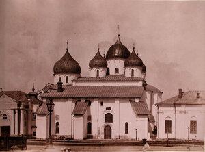 Вид южного фасада Софийского собора (построен в 1045-1050 гг.). Новгород г.