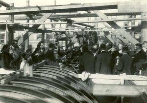 Группа инженеров на стапелях  во время закладки зданий отдела Подводного плавания в присутствии морского министра адмирала И.К. Григоровича.