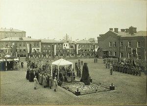 Молебен у памятника императору Александру III в присутствии командующего войсками Московского военного округа генерала от кавалерии П.А. Плеве.