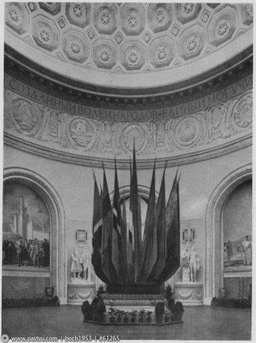 ВДНХ. Центральный. скульптуры Манизера. 1954...jpg