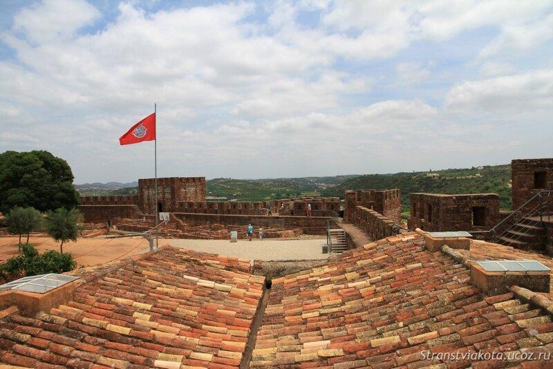 Красная крепость в Силвеш, Португалия