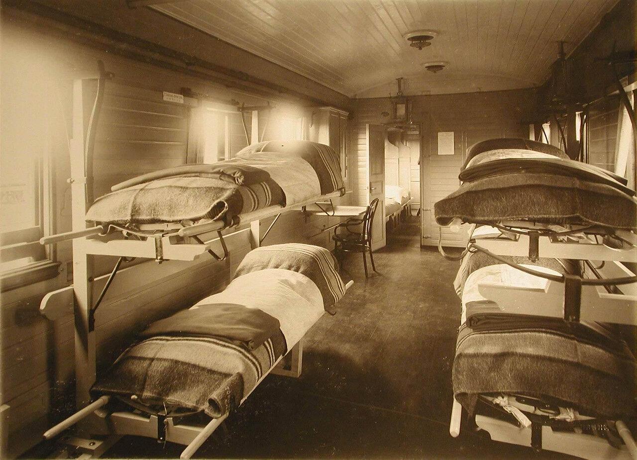 10. Внутренний вид вагона, оборудованного станками Кригера, в офицерском отделении