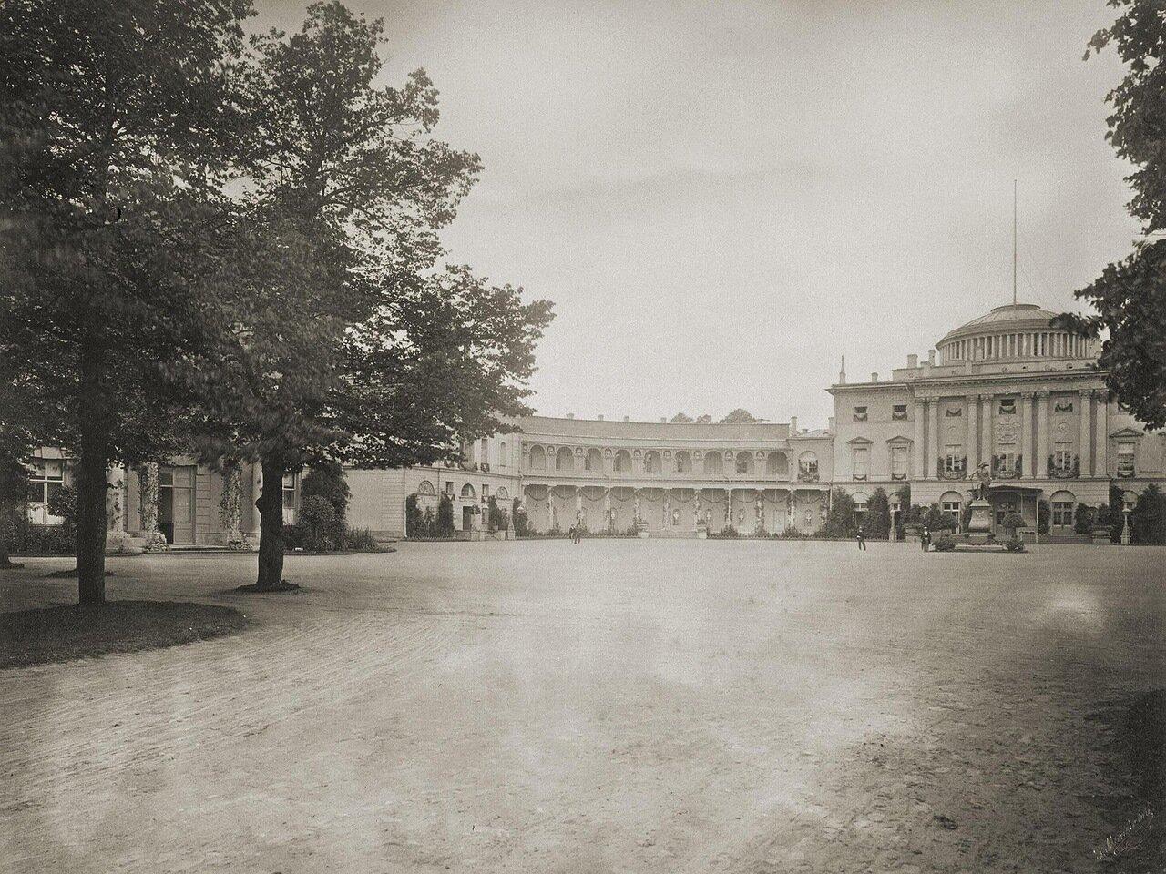 Открытие памятника императору Павлу I перед дворцом в Павловске. 1872