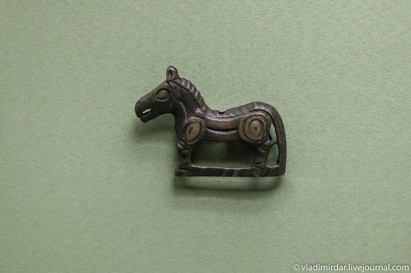 Навершие в виде фигурки лошади. Бронза. IX-X вв. Тобольская губерния.