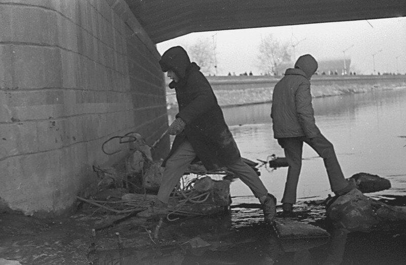 под мостом1974=.jpg