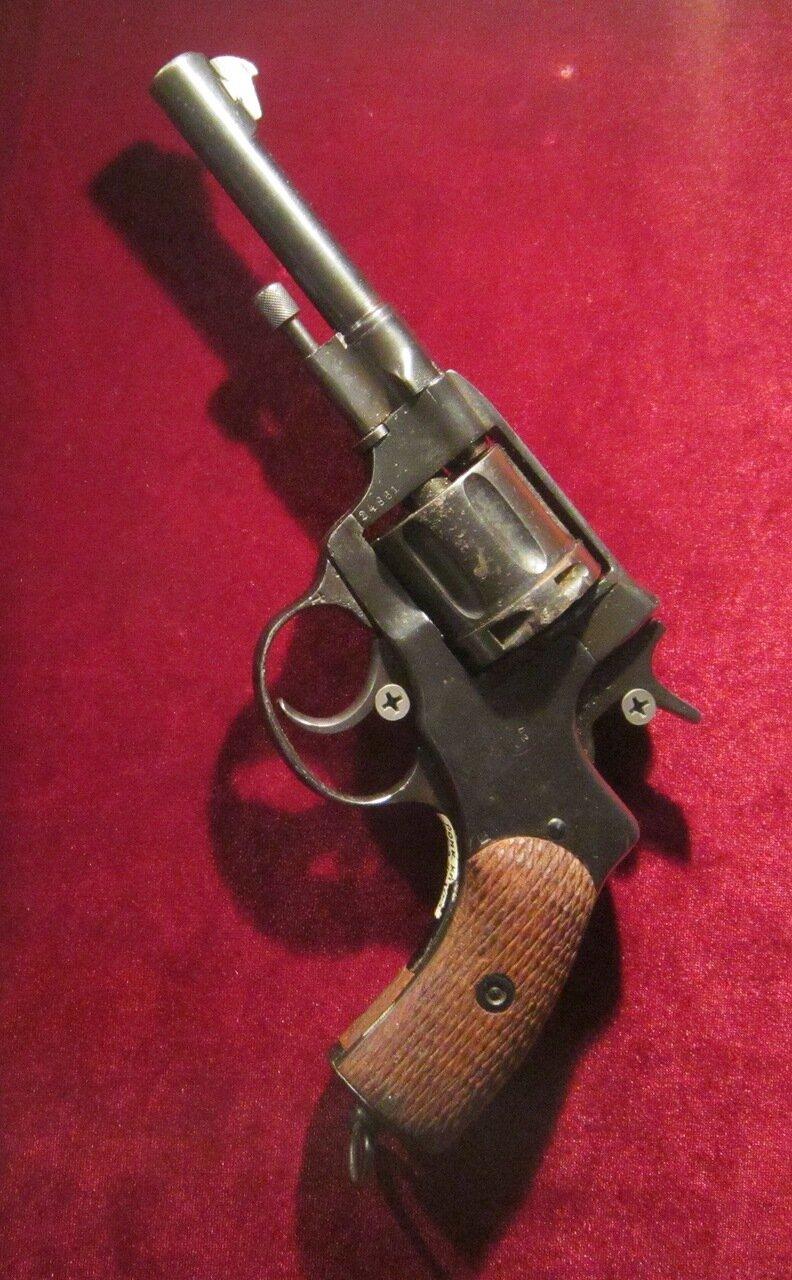 7,62 - мм револьвер системы Нагана образца 1895 года. Российская империя.