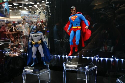 SDCC-2014-Sideshow-DC-Comics-Sixth-Scale-Figures-002.jpg