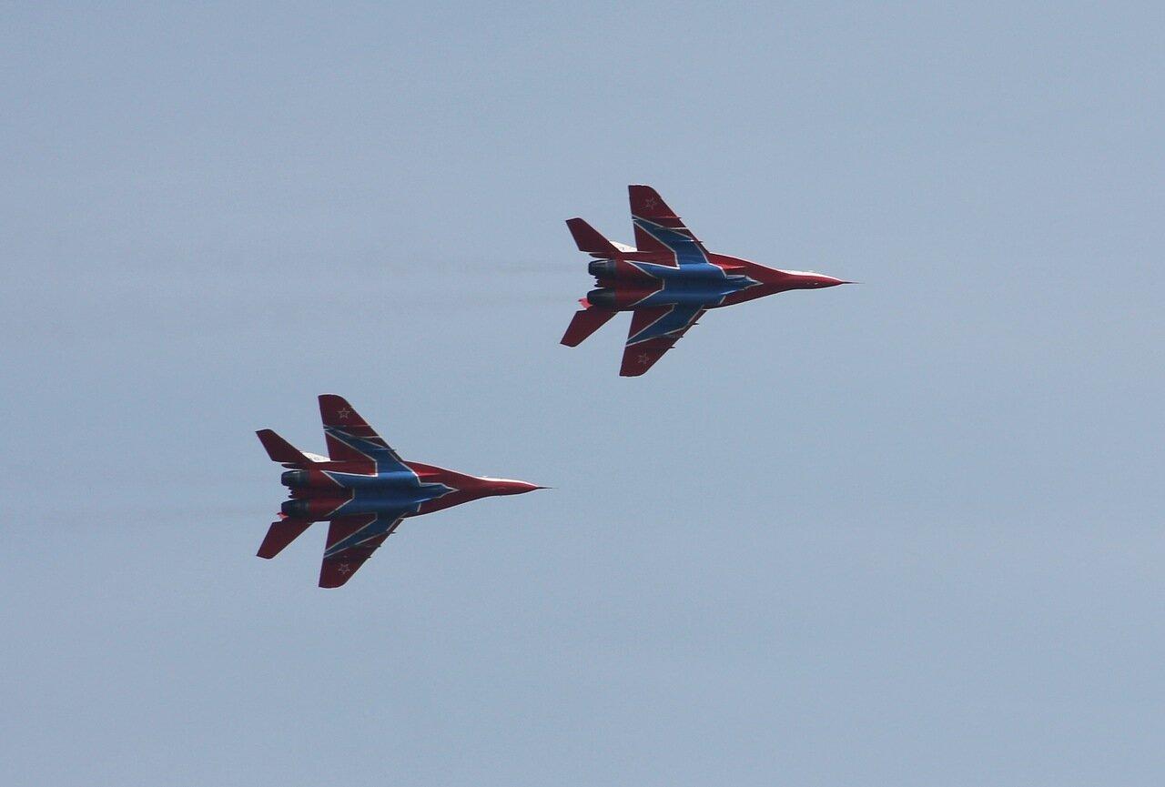 Пара МиГов в вираже (15.08.2014)