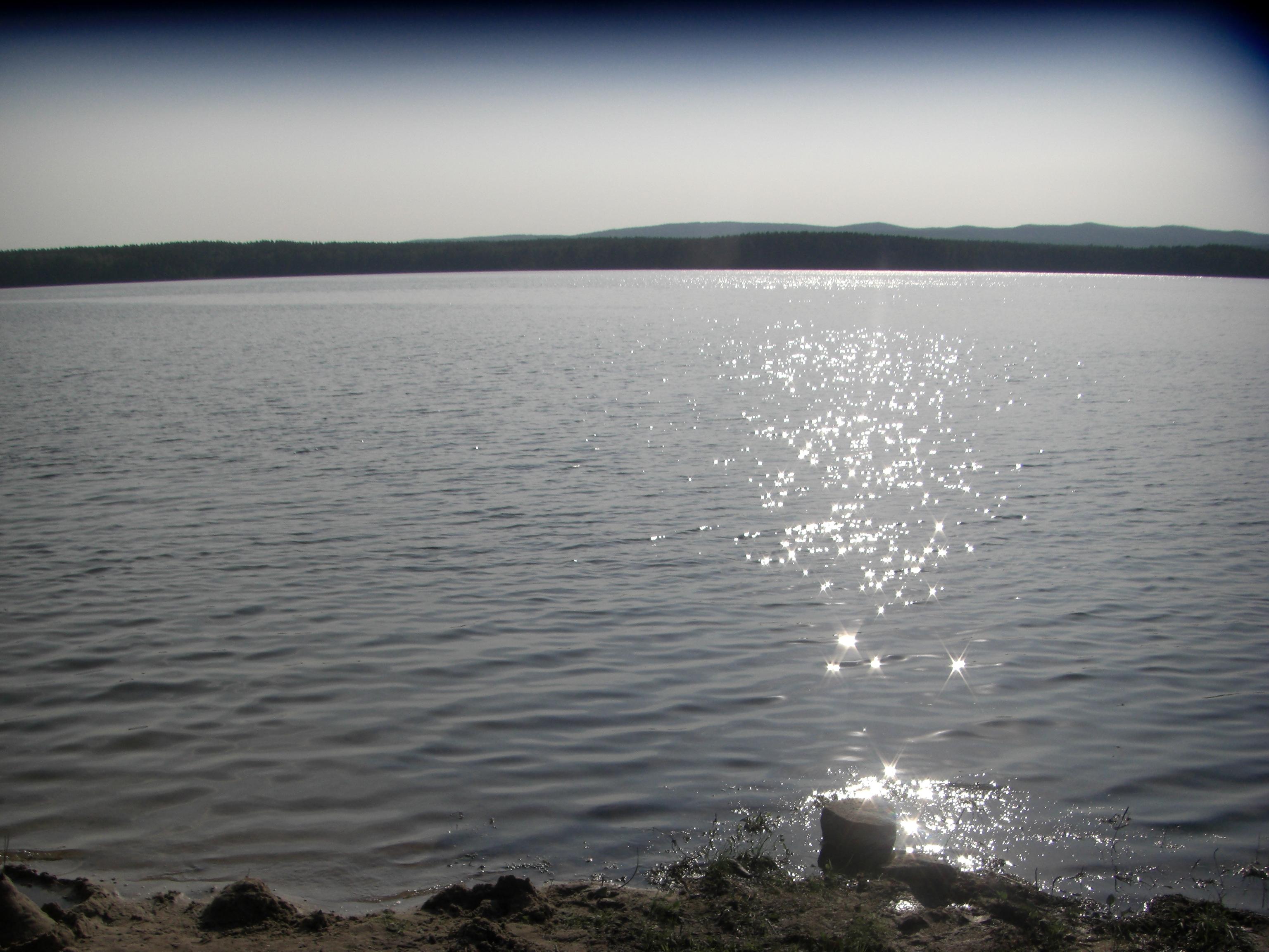 Водная гладь сверкает на солнце (29.08.2014)