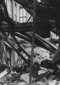 Часть выгоревшего помещения театра.