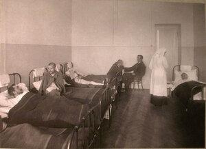 Раненые в палате лазарета Старообрядческой Преображенской общины.