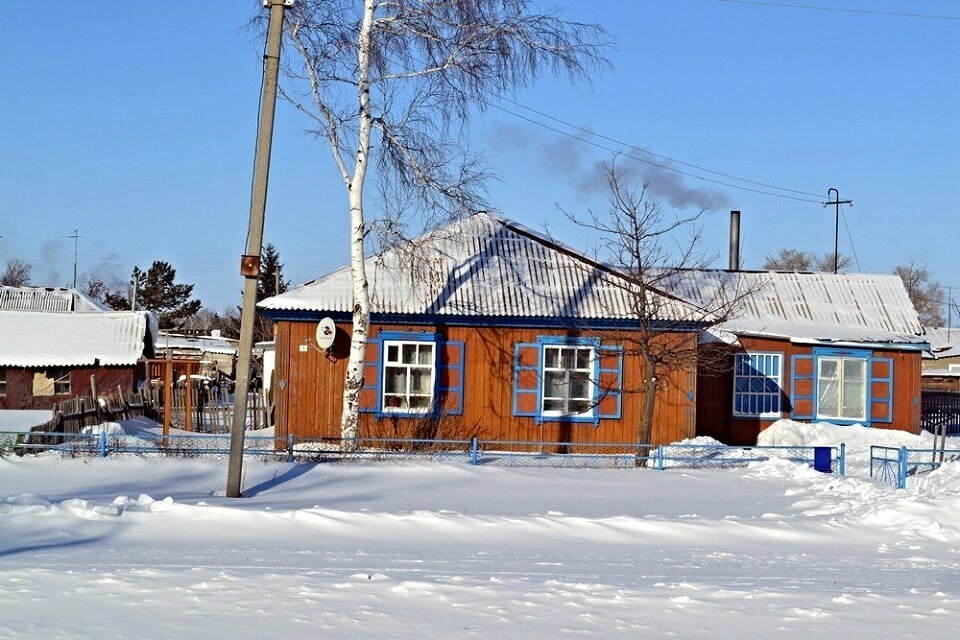 зимний деревенский дом